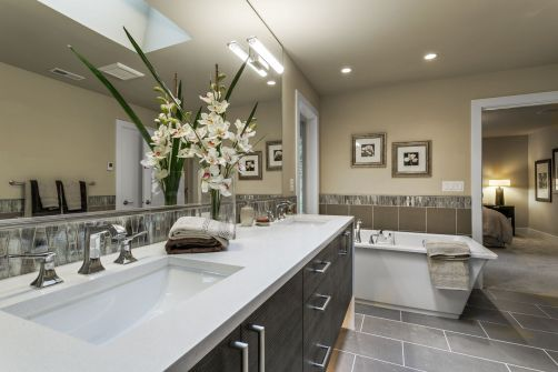 home-stage-nw-sierra-homes-bathroom